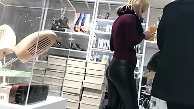 Girl with perfect ass in shiny tight leather leggins best candid ever