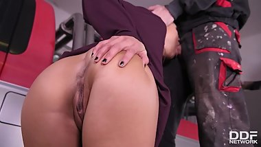 Blowjob Milf Cassie Del Isla swallows car mechanic's big hard cock for cum